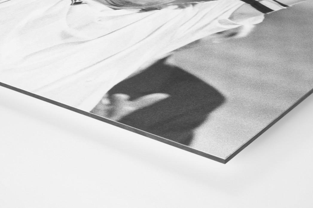 Mirko und der Pokal als auf Alu-Dibond kaschierter Fotoabzug (Detail)