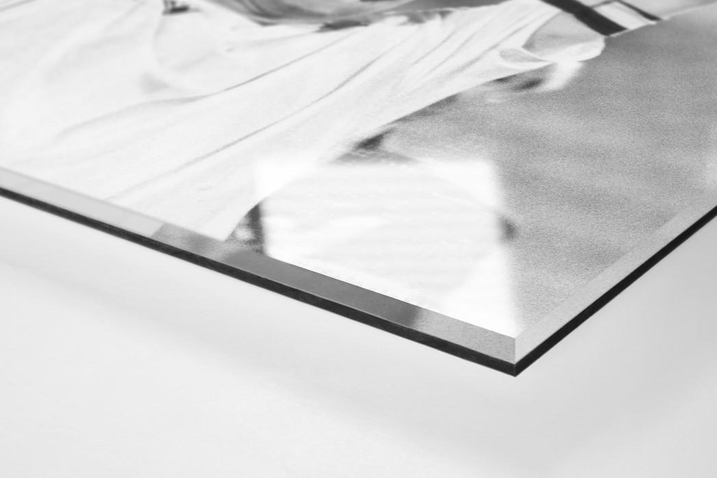Mirko und der Pokal als Direktdruck auf Alu-Dibond hinter Acrylglas (Detail)