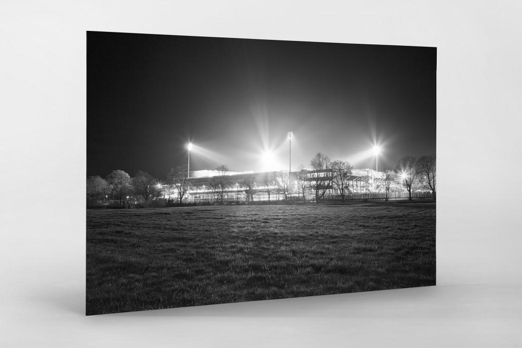 Schwarzwald-Stadion bei Flutlicht (s/w) als auf Alu-Dibond kaschierter Fotoabzug