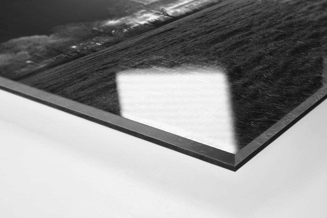 Schwarzwald-Stadion bei Flutlicht (s/w) als Direktdruck auf Alu-Dibond hinter Acrylglas (Detail)