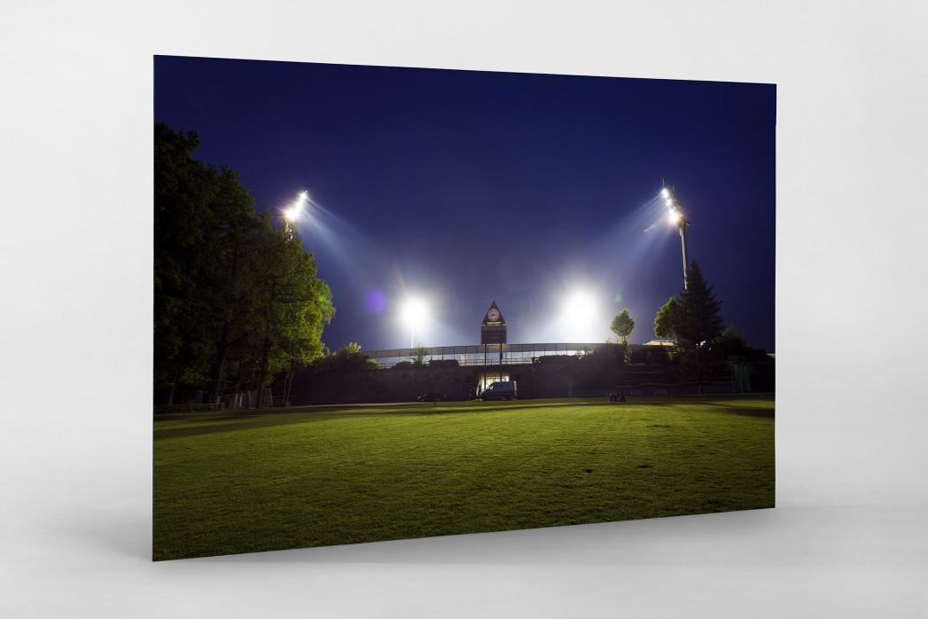Stadion am Böllenfalltor bei Flutlicht (Farbe) als auf Alu-Dibond kaschierter Fotoabzug