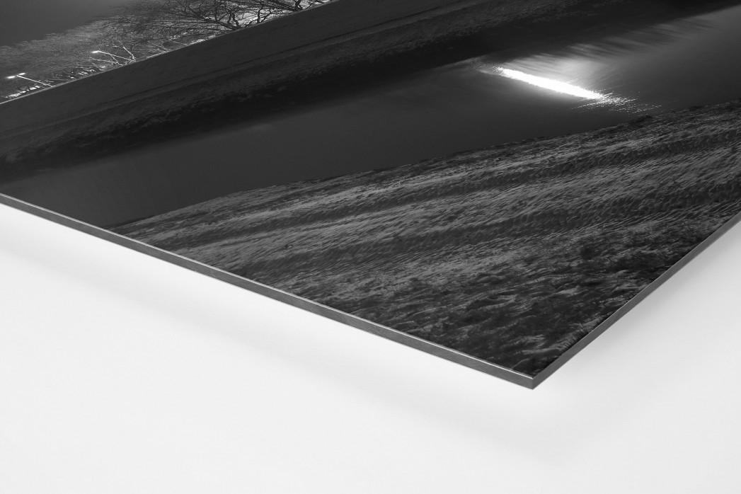 Niederrheinstadion bei Flutlicht (s/w) als auf Alu-Dibond kaschierter Fotoabzug (Detail)