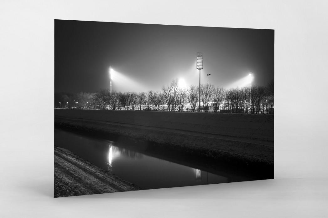 Niederrheinstadion bei Flutlicht (s/w) als auf Alu-Dibond kaschierter Fotoabzug