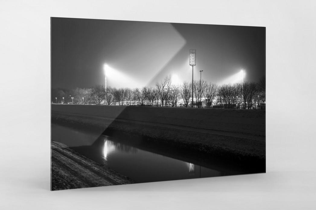 Niederrheinstadion bei Flutlicht (s/w) als Direktdruck auf Alu-Dibond hinter Acrylglas