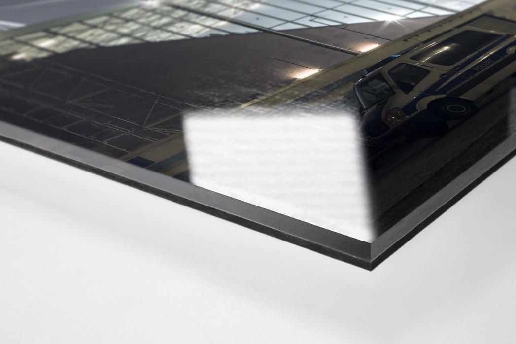 Millerntor bei Flutlicht (Farbe-1) als Direktdruck auf Alu-Dibond hinter Acrylglas (Detail)