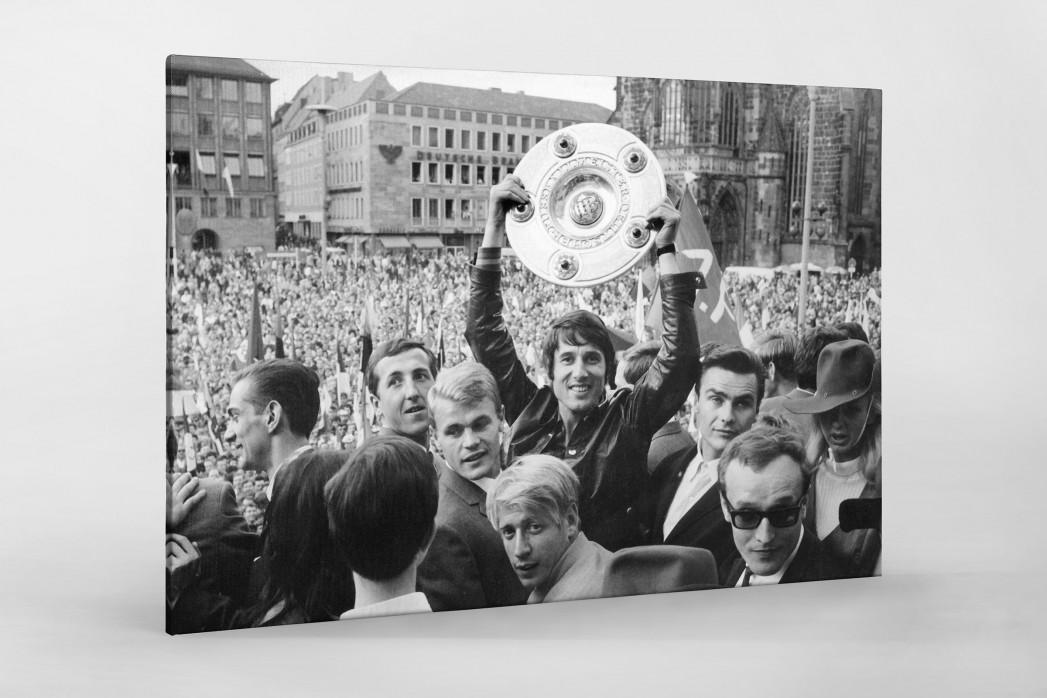 Udo Jürgens mit Meisterschale als Leinwand auf Keilrahmen gezogen
