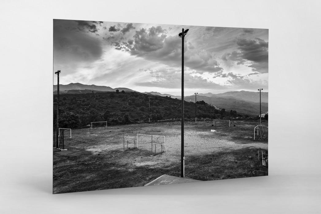 Fußballplatz auf Korsika als auf Alu-Dibond kaschierter Fotoabzug