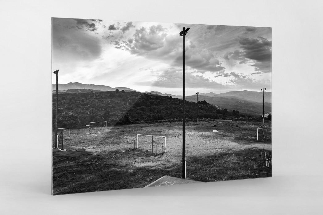 Fußballplatz auf Korsika als Direktdruck auf Alu-Dibond hinter Acrylglas