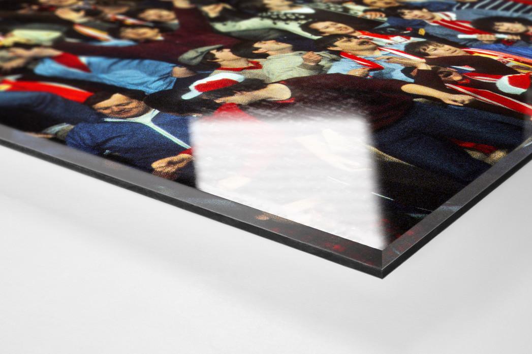 Liverpool Fans 1981 als Direktdruck auf Alu-Dibond hinter Acrylglas (Detail)