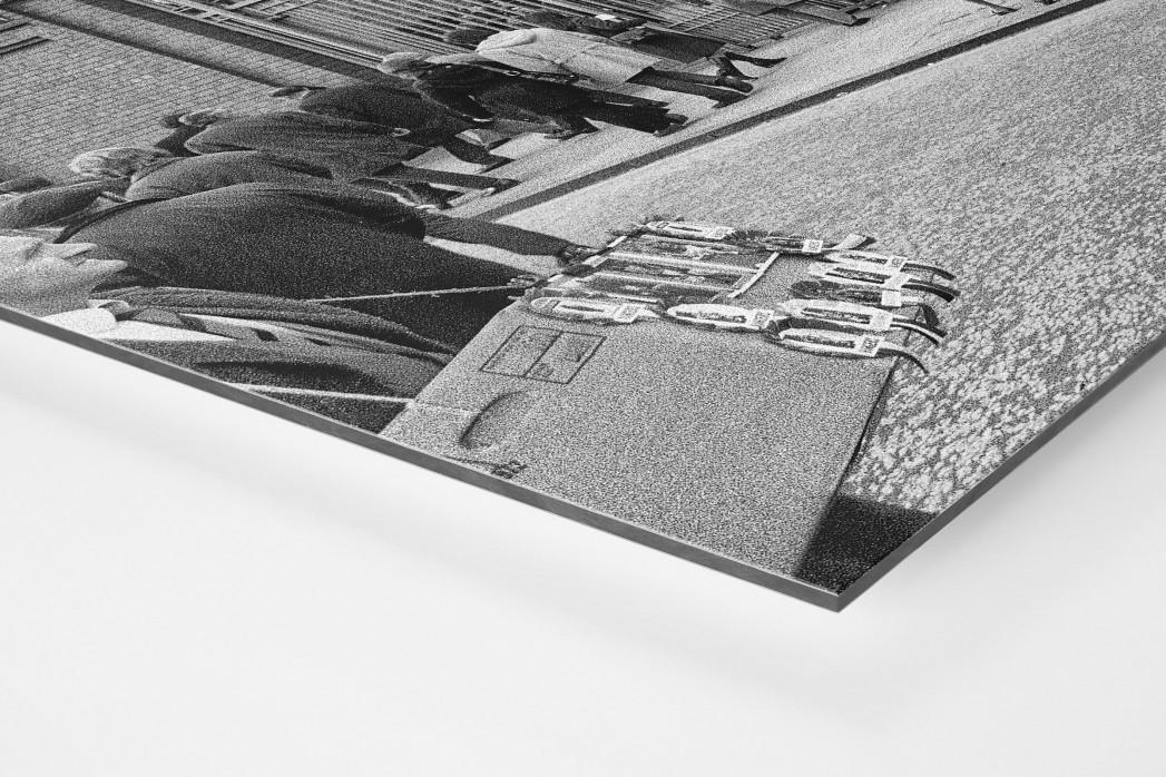 Vor dem Ibrox Park (2) als auf Alu-Dibond kaschierter Fotoabzug (Detail)