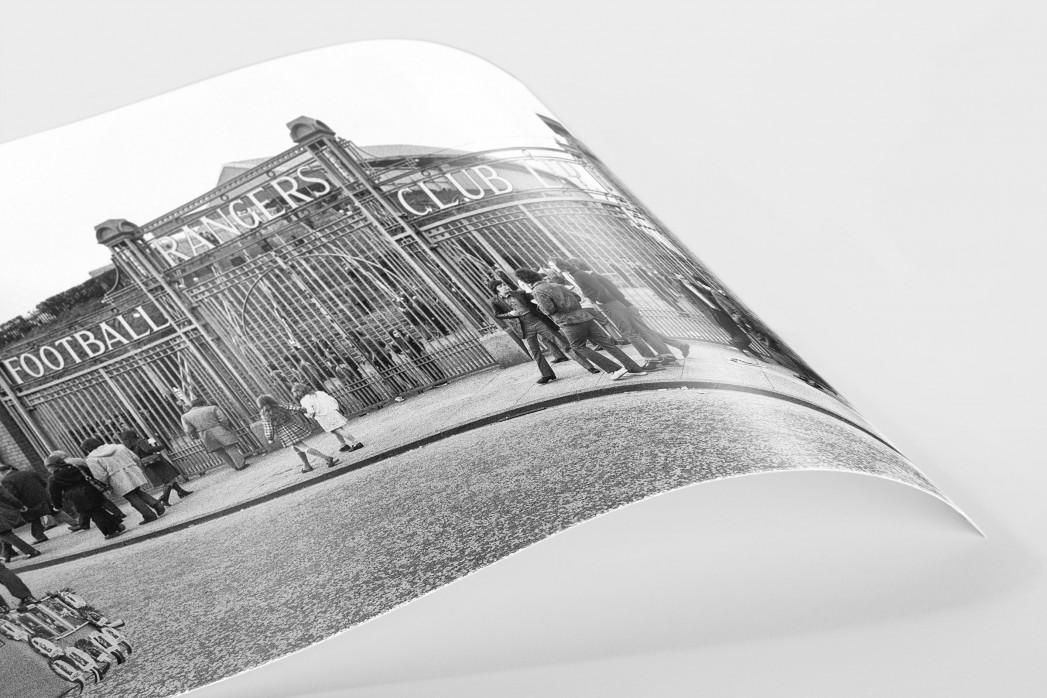 Vor dem Ibrox Park (2) als FineArt-Print