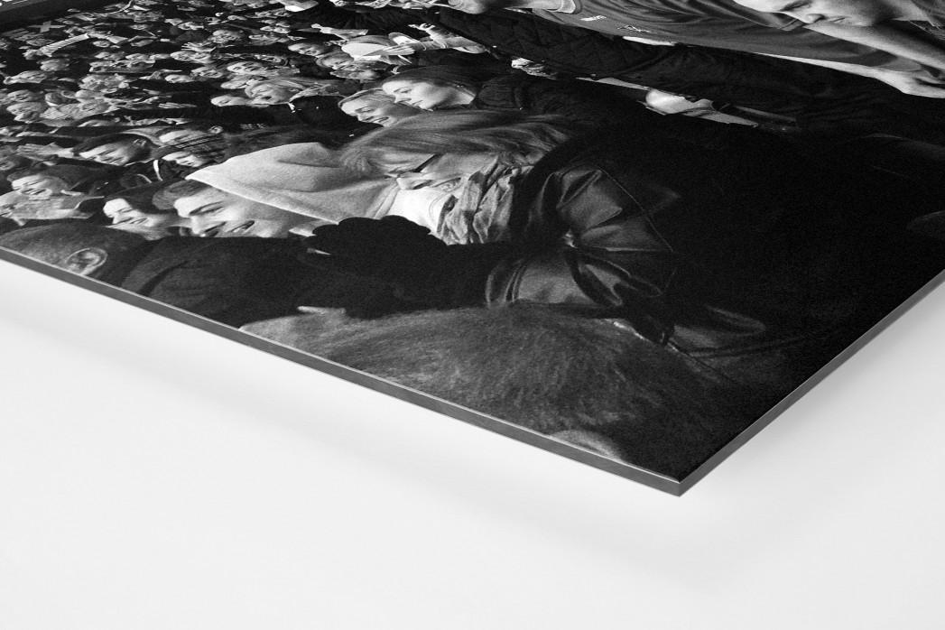 Unerwarteter Jubel als auf Alu-Dibond kaschierter Fotoabzug (Detail)