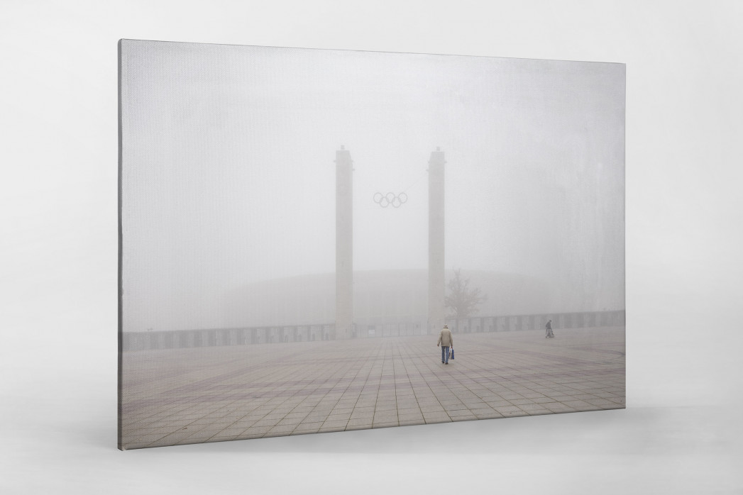 Nebel vor dem Olympiastadion als Leinwand auf Keilrahmen gezogen