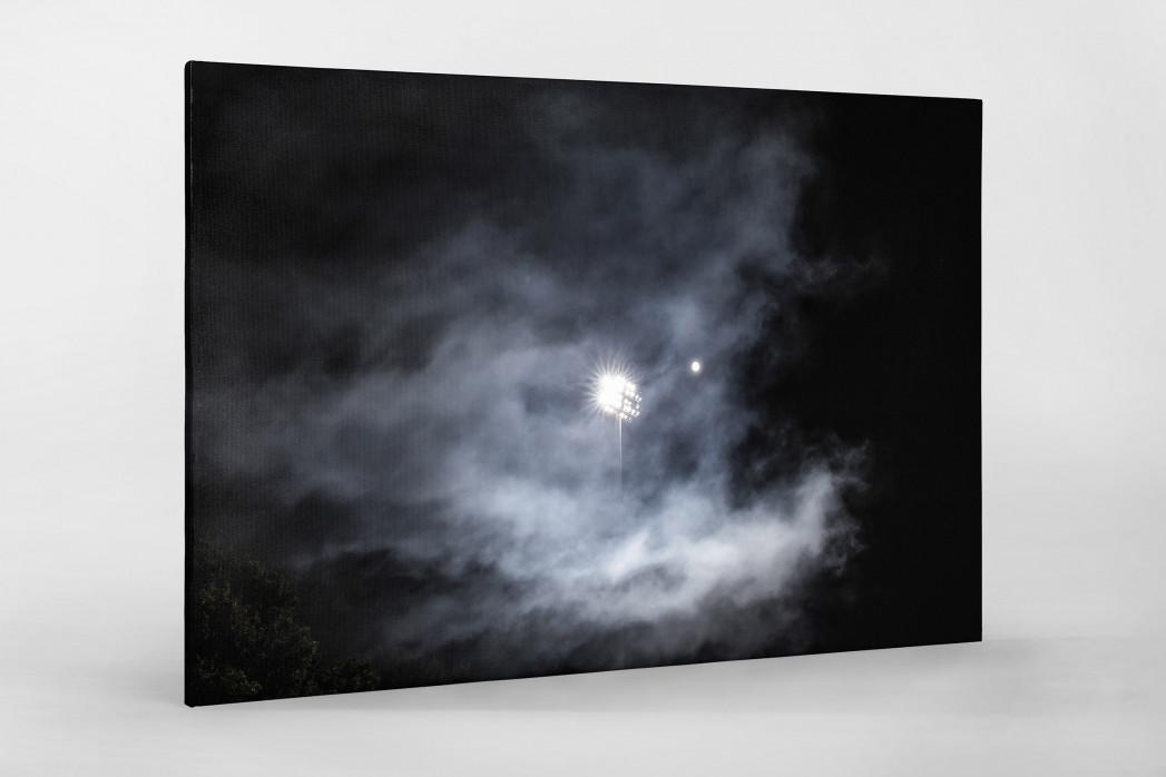Mond, Flutlicht und Rauch als Leinwand auf Keilrahmen gezogen