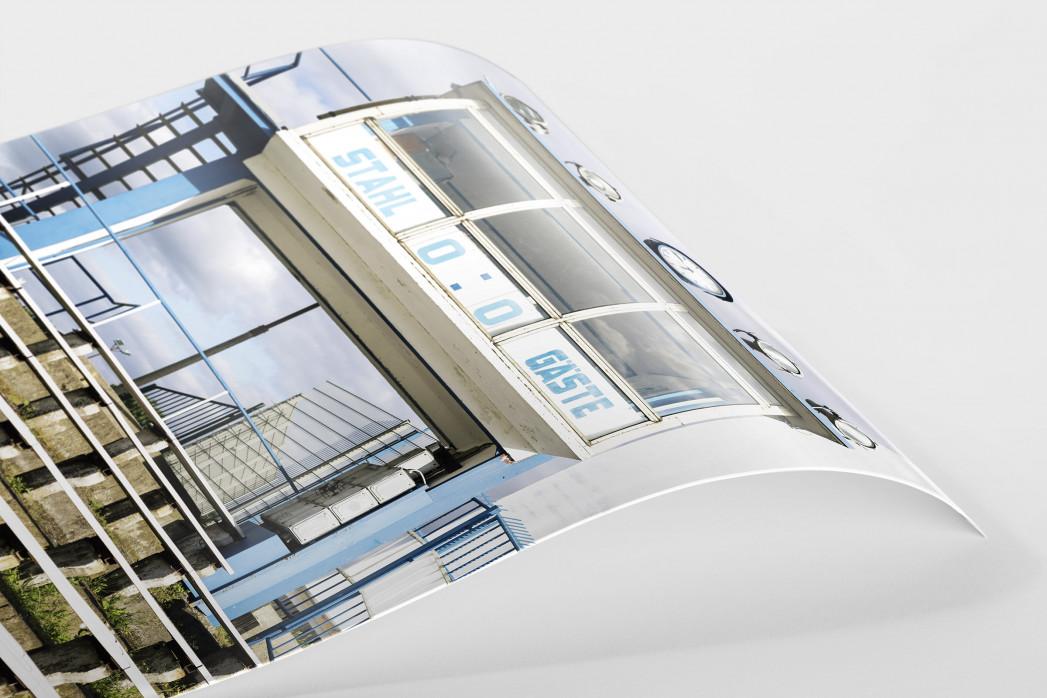 Anzeigetafel und Sprecherkabine bei Stahl Brandenburg als FineArt-Print