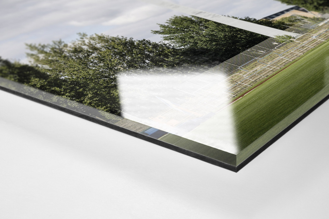 Flutlichtmast und Wohnblock Stahl Brandenburg als Direktdruck auf Alu-Dibond hinter Acrylglas (Detail)