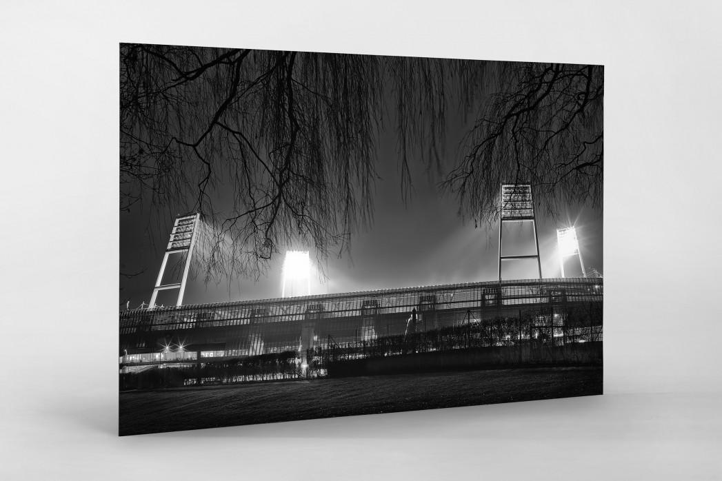 Weserstadion bei Flutlicht (Schwarzweiß-Querformat-3) als auf Alu-Dibond kaschierter Fotoabzug