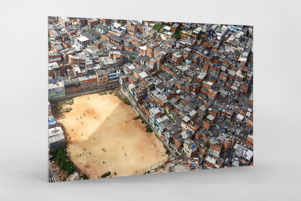 Fußballplatz in São Paulo als Direktdruck auf Alu-Dibond hinter Acrylglas