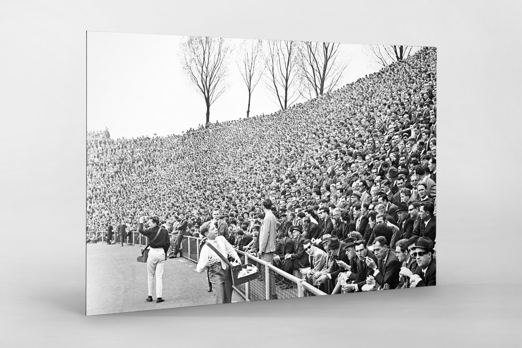 Zuschauer 1965 als auf Alu-Dibond kaschierter Fotoabzug