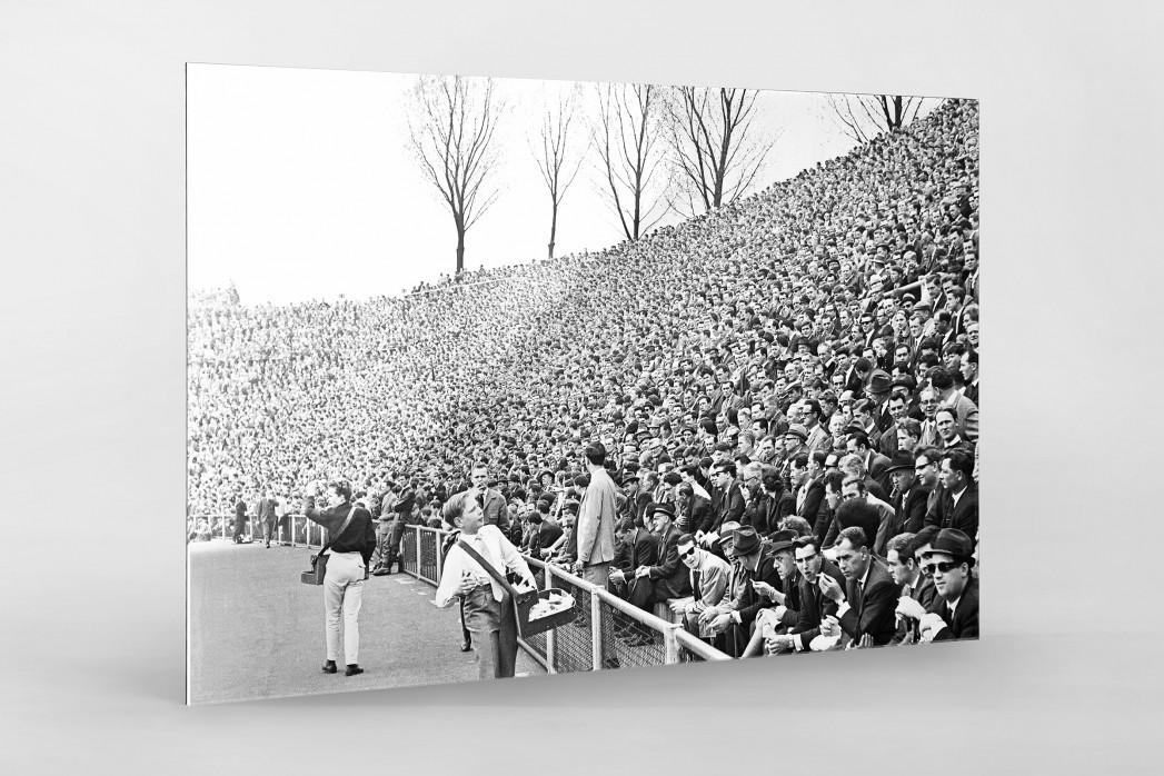 Zuschauer 1965 als Direktdruck auf Alu-Dibond hinter Acrylglas