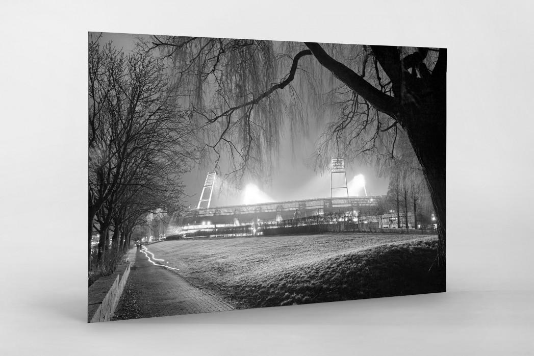 Weserstadion bei Flutlicht (Schwarzweiß-Querformat-1) als auf Alu-Dibond kaschierter Fotoabzug