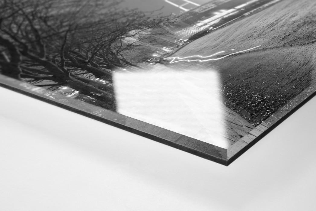Weserstadion bei Flutlicht (Schwarzweiß-Querformat-1) als Direktdruck auf Alu-Dibond hinter Acrylglas (Detail)