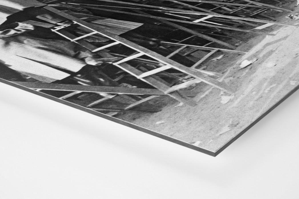 Fans auf der Leiter (1) als auf Alu-Dibond kaschierter Fotoabzug (Detail)