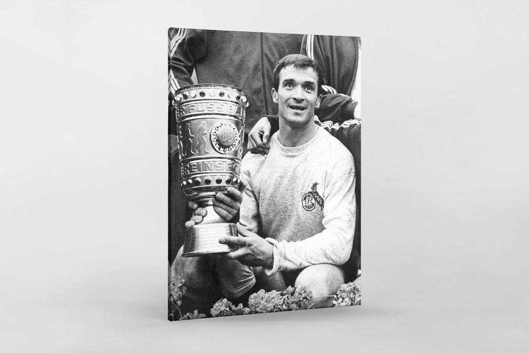 Šoškić und der Pokal als Leinwand auf Keilrahmen gezogen