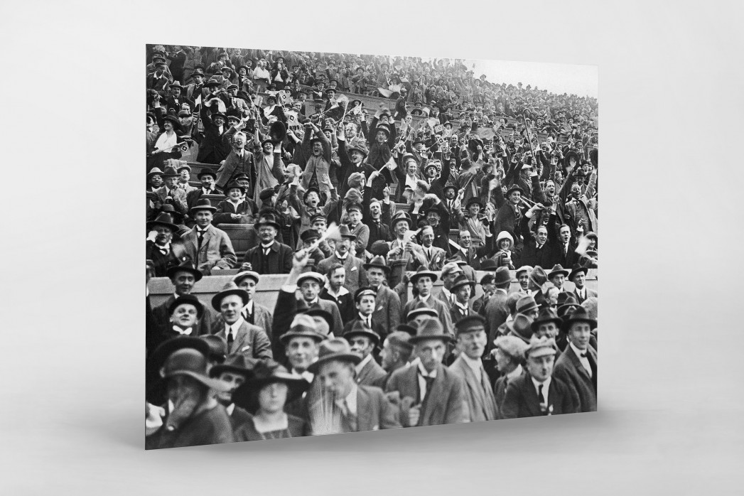 Zuschauer 1923 als auf Alu-Dibond kaschierter Fotoabzug