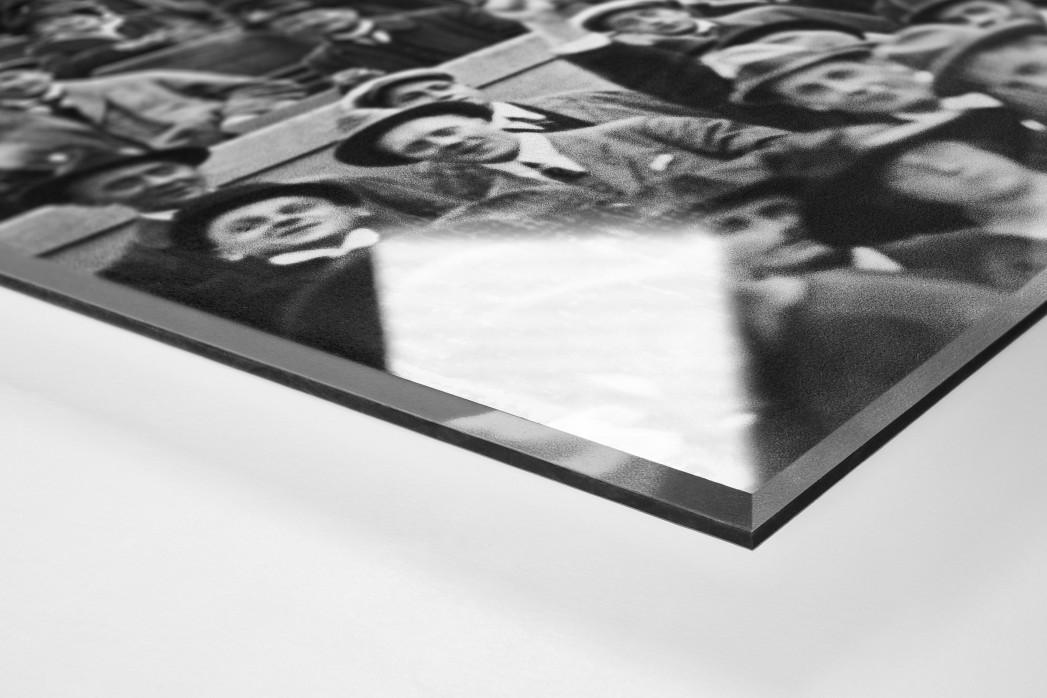 Zuschauer 1923 als Direktdruck auf Alu-Dibond hinter Acrylglas (Detail)