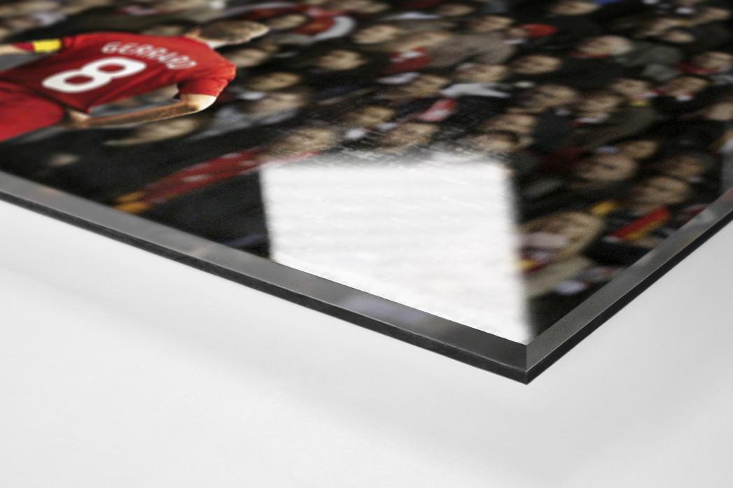 Gerrard vor den Fans (Covermotiv 11FREUNDE #159) als Direktdruck auf Alu-Dibond hinter Acrylglas (Detail)