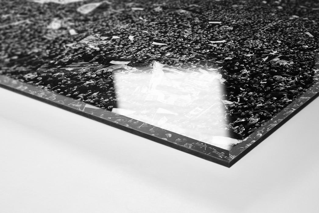 Gelbe Wand - Schwarzweiss (Hochformat 3) als Direktdruck auf Alu-Dibond hinter Acrylglas (Detail)