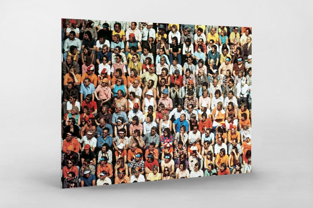 Zuschauer 1974 als auf Alu-Dibond kaschierter Fotoabzug