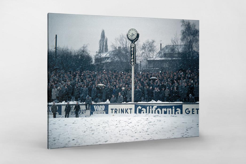 Schnee im Stadion am Uhlenkrug als Leinwand auf Keilrahmen gezogen
