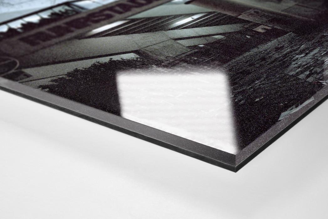 Ruhrstadion bei Flutlicht (Farbe) als Direktdruck auf Alu-Dibond hinter Acrylglas (Detail)