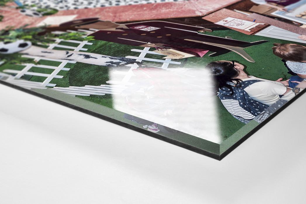 Fußbälle in Moskauer Mall als Direktdruck auf Alu-Dibond hinter Acrylglas (Detail)