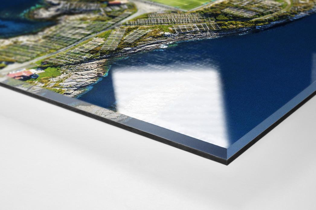 Fußballplatz auf den Lofoten als Direktdruck auf Alu-Dibond hinter Acrylglas (Detail)