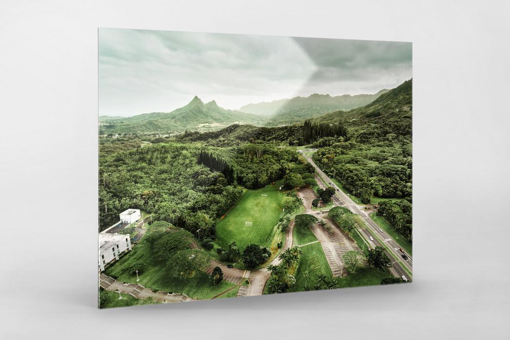 Fußballplatz in Honolulu als Direktdruck auf Alu-Dibond hinter Acrylglas