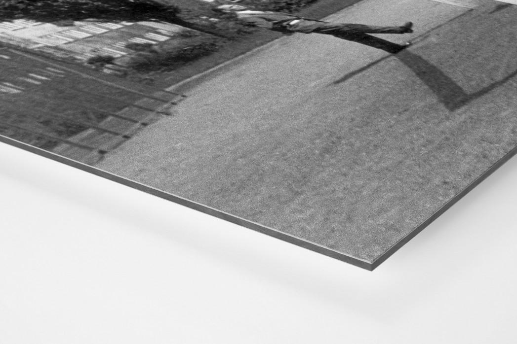 Auf dem Hinterhof als auf Alu-Dibond kaschierter Fotoabzug (Detail)