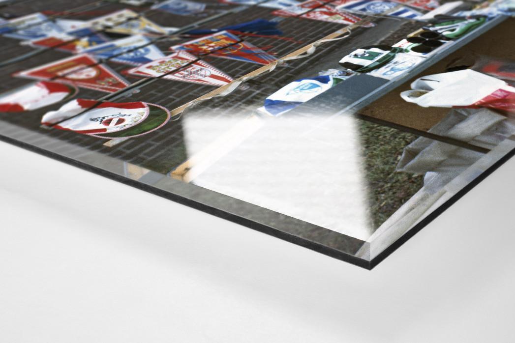 Fanartikel 1977 als Direktdruck auf Alu-Dibond hinter Acrylglas (Detail)