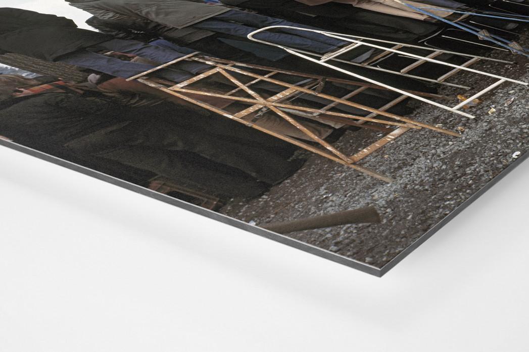Fans auf der Leiter (2) als auf Alu-Dibond kaschierter Fotoabzug (Detail)