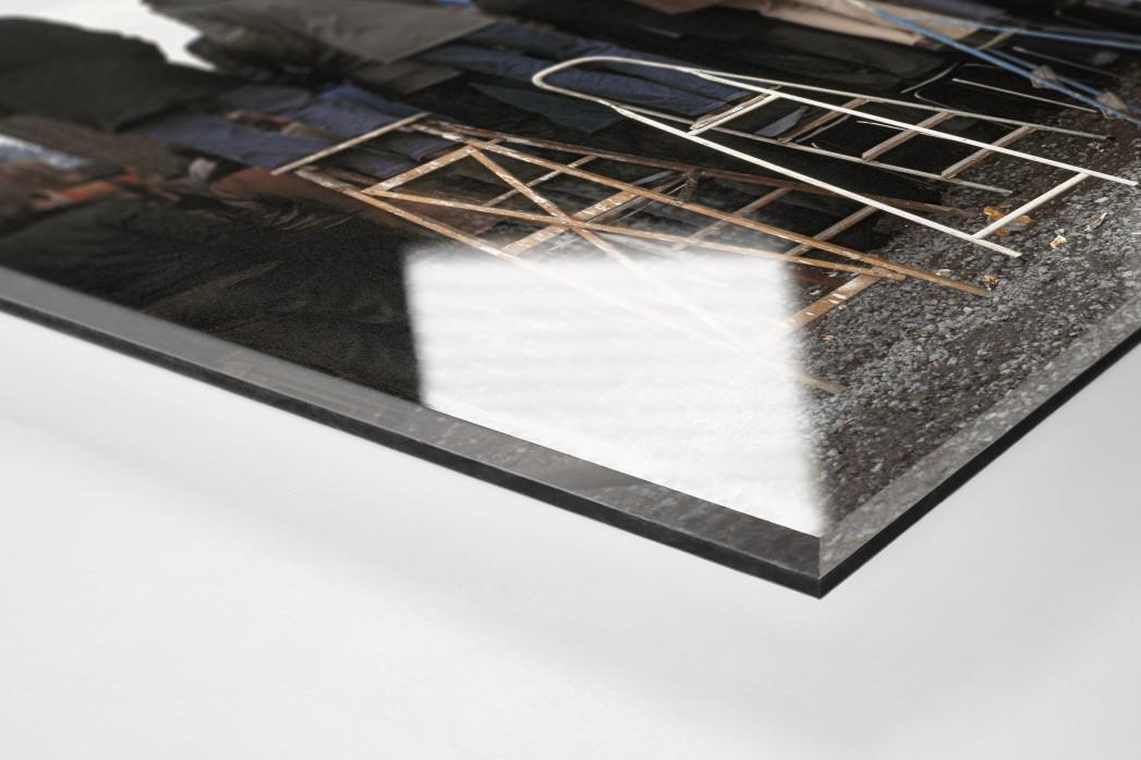 Fans auf der Leiter (2) als Direktdruck auf Alu-Dibond hinter Acrylglas (Detail)