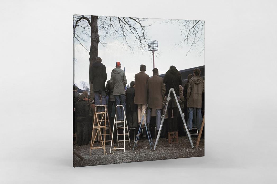 Fans auf der Leiter (2) als Leinwand auf Keilrahmen gezogen