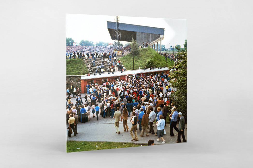 Vor dem Georg Melches Stadion 1978 als Direktdruck auf Alu-Dibond hinter Acrylglas