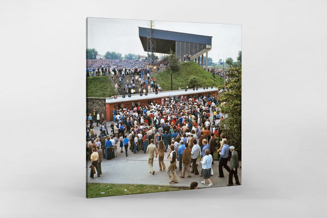 Vor dem Georg Melches Stadion 1978 als Leinwand auf Keilrahmen gezogen