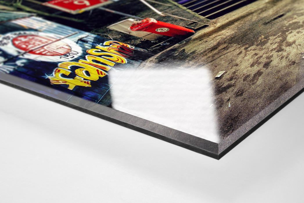 Millerntor Block 9-10 als Direktdruck auf Alu-Dibond hinter Acrylglas (Detail)