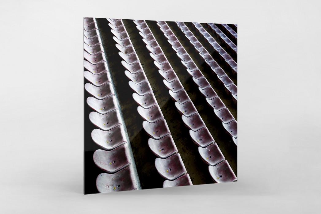 Sitzschalen in Pisa als Direktdruck auf Alu-Dibond hinter Acrylglas