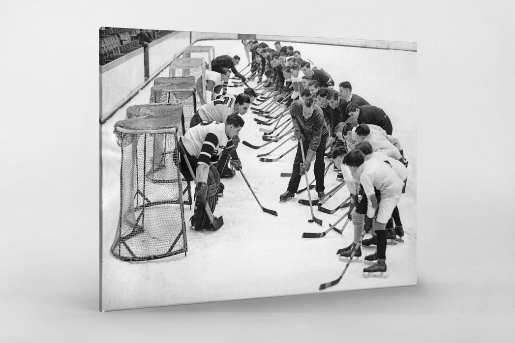 Eishockeytraining in der Wembley Arena als Leinwand auf Keilrahmen gezogen
