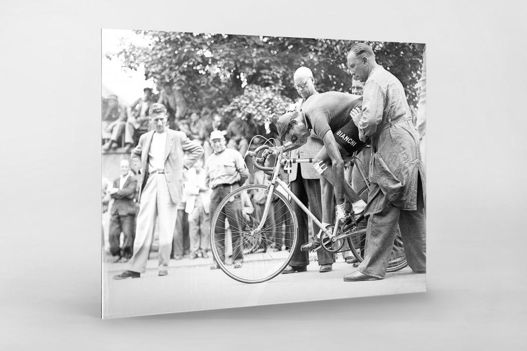 Festschnallen bei der Tour 1949 als Direktdruck auf Alu-Dibond hinter Acrylglas