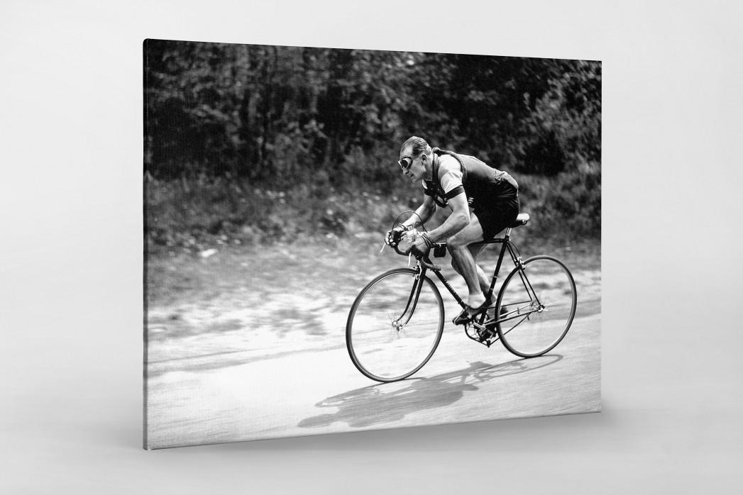 Mit Brille bei der Tour 1937 als Leinwand auf Keilrahmen gezogen